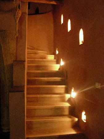 La Fibule de Ouirgane : les escaliers menant aux chambres