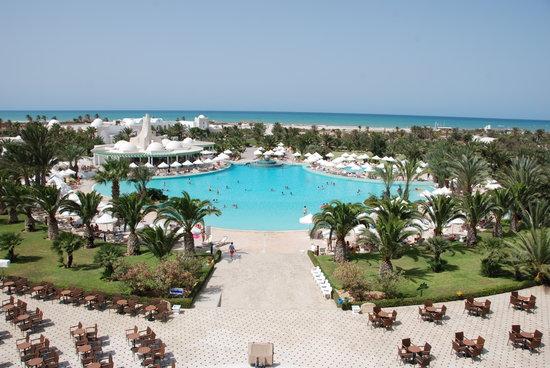 Hotel Palace Royal Garden: La piscine et les jardins