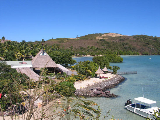 Yaqeta Island, Fiji: High tide - still waist deep