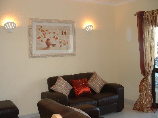 Elimar Apartments: Living room