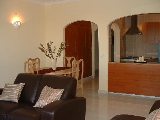 Elimar Apartments: Living with Kitchen