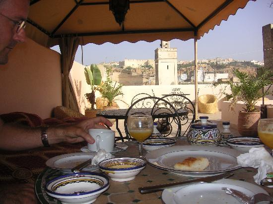 Dar Iman : breakfast on the terrace!