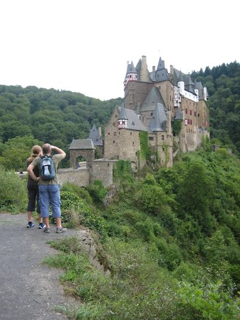 Rheinland-Pfalz, Deutschland: Burg Eltz, Eltz Castle close to the Moselle Valley