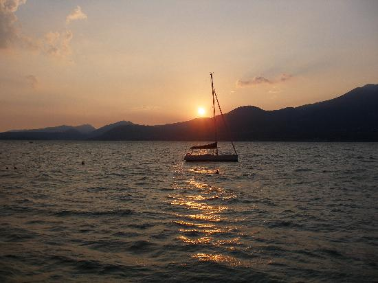 Hotel Internazionale: sunset from the lake, not far from the hotel