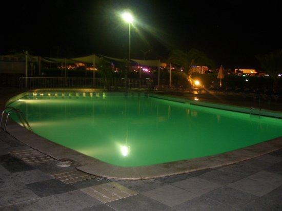 Roc Portanova Apartments: pool night view
