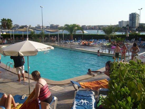 Roc Portonova Apartments: pool day view