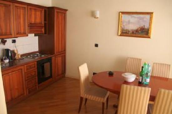 Hotel Residence Retezova: Kitchen / diner