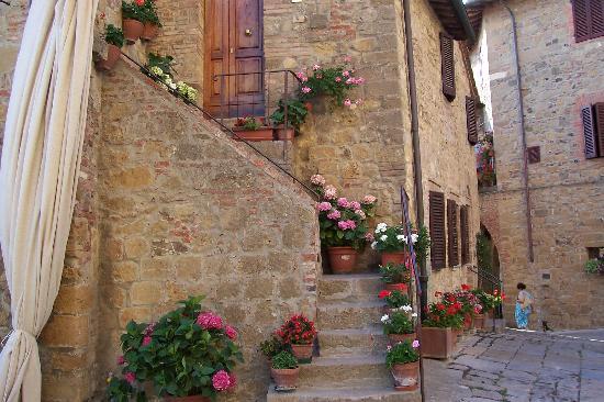 Monticchiello, إيطاليا: dentro le mura