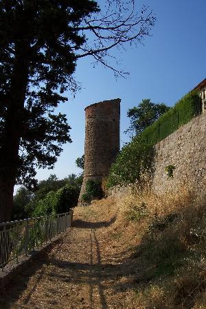 Monticchiello, Italy: una torre di guardia