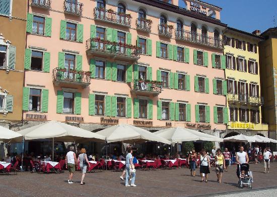 Hotel centrale in riva square picture of centrale hotel riva del garda riva del garda - Hotel giardino riva del garda ...