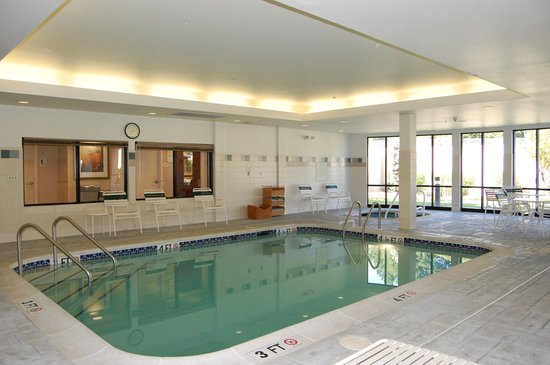 Courtyard Lebanon: Pool