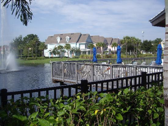 Runaway Beach Club : sundeck and lagoon