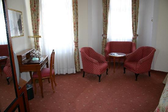 Hotel Kaiserhof: Room interior 3