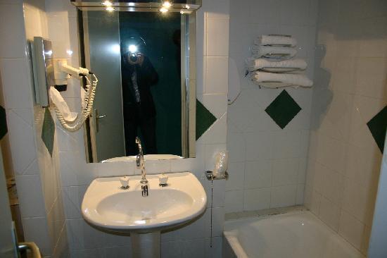 Hotel Balanea: Bathroom