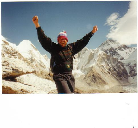 Khumbu, เนปาล: Made it! Kala Pattar- 5600 metres - Mt Everest behind me - it's close!