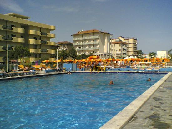 Numi & Medusa Hotel: piscina convenzionata