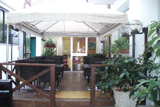 Numi & Medusa Hotel: sala esterna
