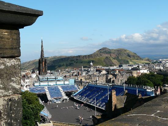Edinburgh, UK: Blick von der Burg über die Stadt