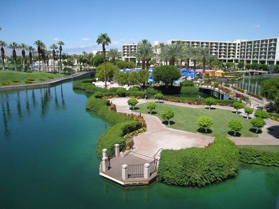 JW Marriott Desert Springs Resort & Spa: view from room towards pool area