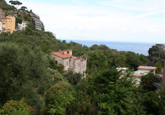 La Neffola Residence Sorrento: View from road to Apartments