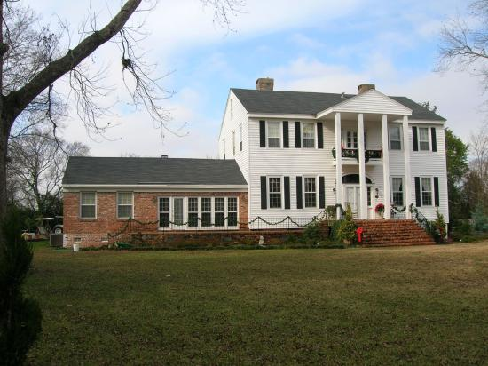 The Plantation House : The grounds and outside