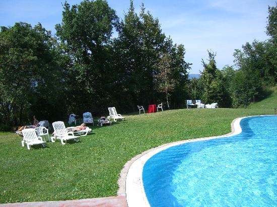 Montagna, Italia: Am Pool im Garten