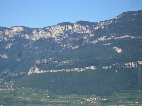 Montagna, Italia: Blick vom Balkon