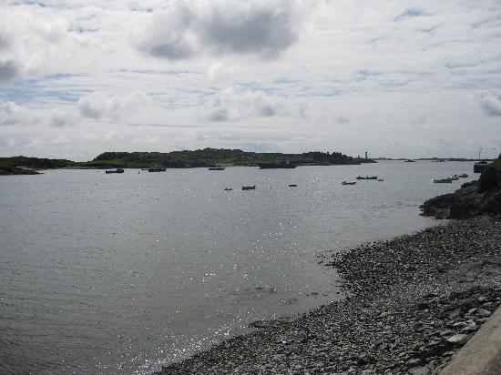 The Dolphin Hotel and Restaurant Inishbofin: View of the bay