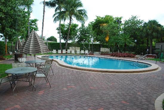 Hampton Inn Ft. Lauderdale - Cypress Creek : pool