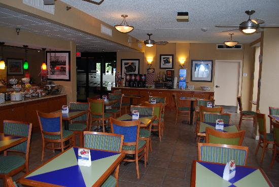 Hampton Inn Ft. Lauderdale - Cypress Creek : lobby / breakfast area