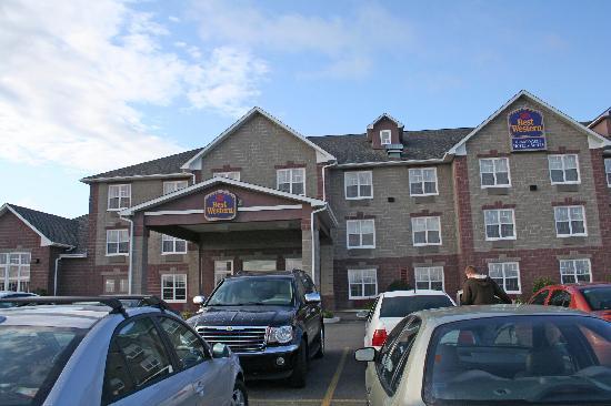 Best Western Plus Grand-Sault Hotel & Suites : The hotel eterior