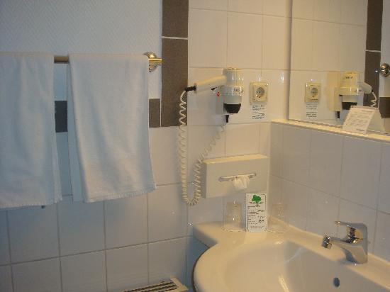 Holiday Inn Essen City Centre: Bathroom