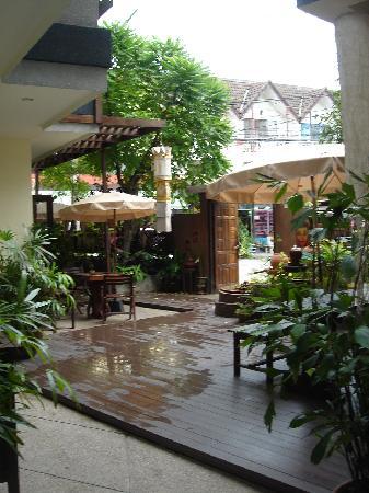 Ban Kong Rao: outdoor area