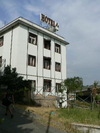 Flaminius Hotel : l'hotel dalla strada..