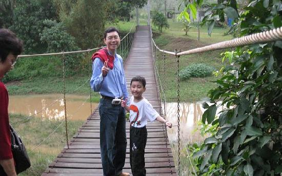 Kota Rainforest Resort : The suspension bridge in the resort