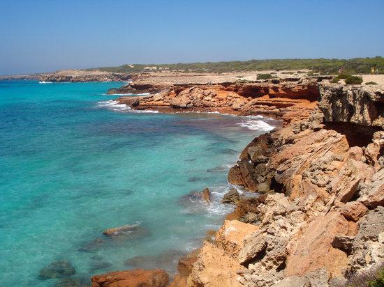 Formentera, Spagna: gli scogli di Cala Saona
