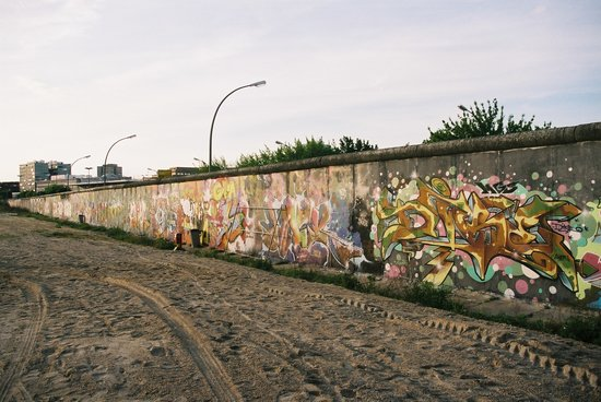 "Berlin, Tyskland: The Wall on ""the beach"""