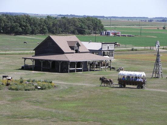 De Smet, South Dakota: barn and wagon