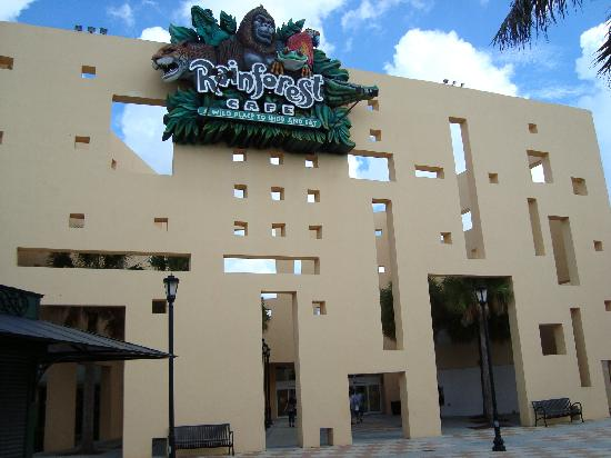 Sawgrass Mills: one of several entrances