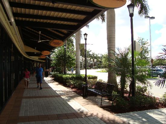 Sawgrass Mills: a newer part of the Mall: Upscal brand name stores here!