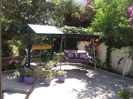 Miray Hotel: small backyard