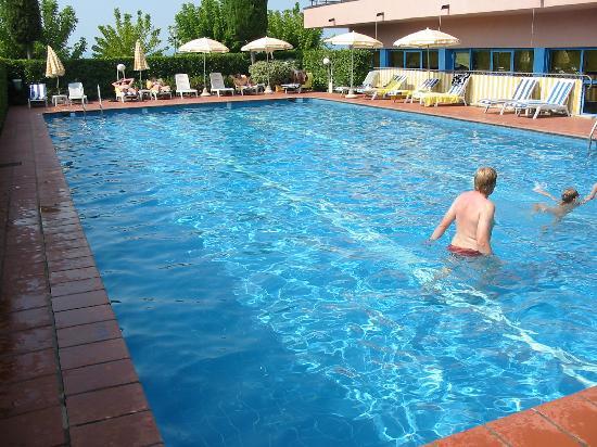 Pool picture of sportsman hotel bardolino tripadvisor - Hotels in verona with swimming pool ...