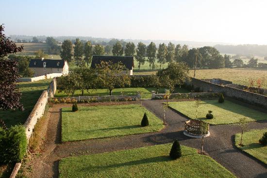 Chateau d'Argouges: Giardino