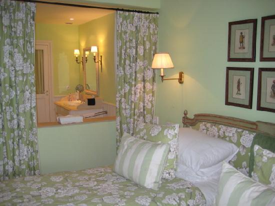 Hotel de Toiras: Vue de la chambre/SDB ouverte