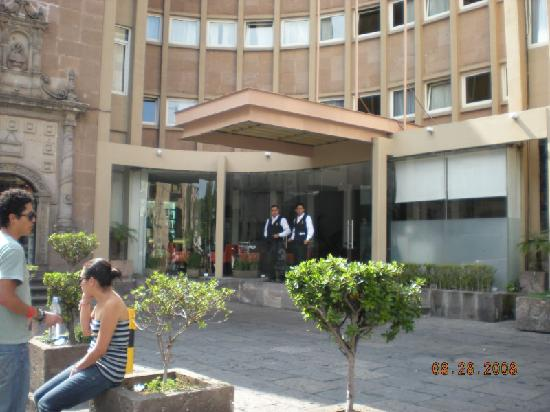 Alameda Centro Historico Hotel: They're just waiting to help you out!!