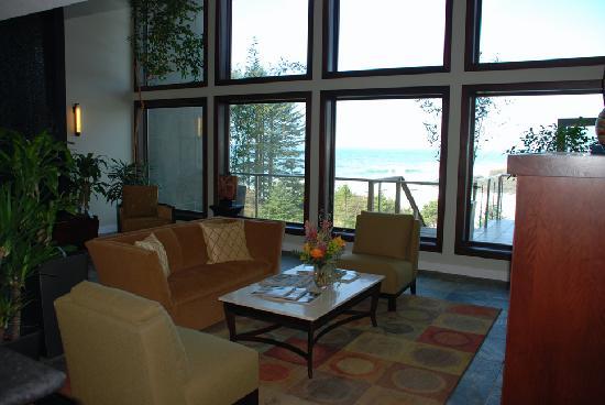 Whale Cove Inn : Lobby and View