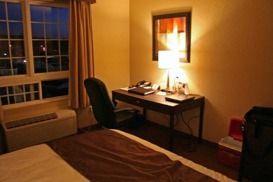 Best Western Plus Saint John Hotel & Suites: The room, different angle