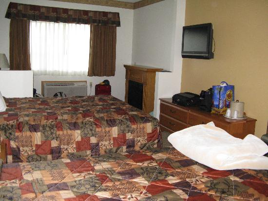 Countryside Suites : room and sitting area