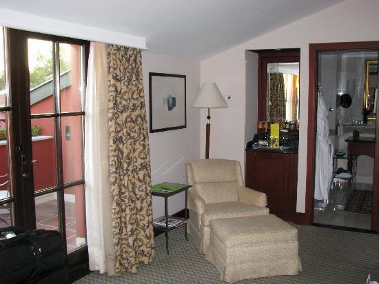 โรงแรมโฟร์ซีซั่นส์ อิสตันบูล แอท สุลต่านอาห์เหม็ด: Our Room - right side