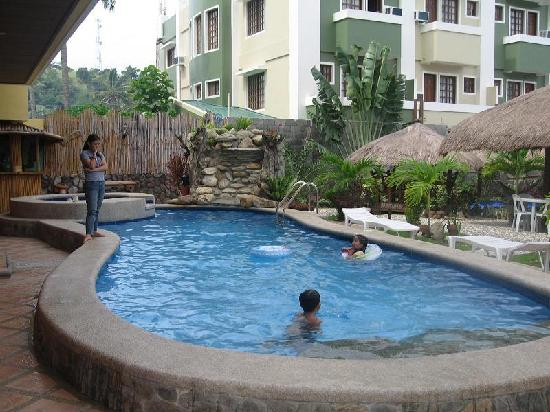 Lan-Sei Water Resort: Pool and Jacuzzi